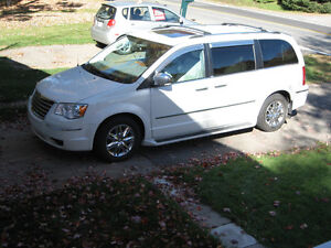 2009 Chrysler Town & Country limited Fourgonnette, fourgon