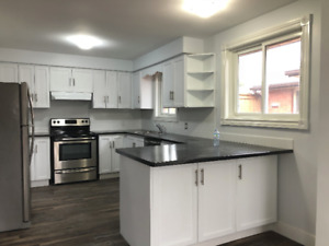 *** 3 BDRM 2 BATH MAIN LEVEL UNIT HOUSE FOR RENT, WELLAND**