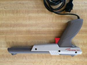 NES NINTENDO ENTERTAINMENT SYSTEM GREY GUN FOR NES RETRO GAMING