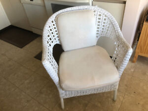 4 Cozy Cane Chairs with pillows in Antique white