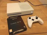 white xbox one S with halo 5