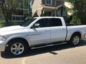 2012 Dodge Ram 1500 Crew Cab Laramie LOADED.