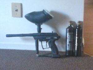 Spyder Paintball gun w/ hopper   St thomas