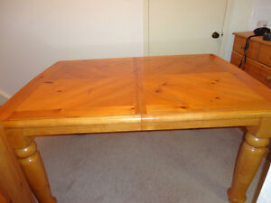 Solid Wood Table & 4 Solid Wood Chair set in Honey Stain Kitchener / Waterloo Kitchener Area image 7