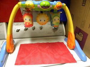 Pour amuser le bébé / jouet PLAYSKOOL  (voir nos dispo.)