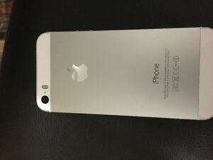 iPhone 5S. Perfect condition silver. With life proof case