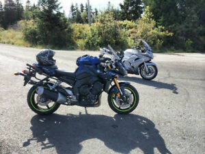 2007 Yamaha FZ1 with hard luggage