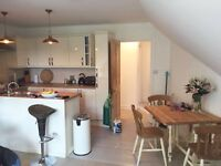 2 rooms available in bright, spacious top floor flat