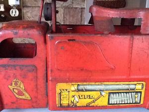 *VERY RARE* 1940S MARX RIDE ON FIRE TRUCK WITH BELL London Ontario image 6