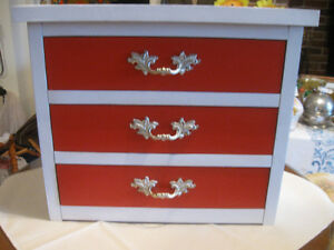 DECORATIVE COMPACT SOLID WOOD 3-DRAWER MINI-CHEST