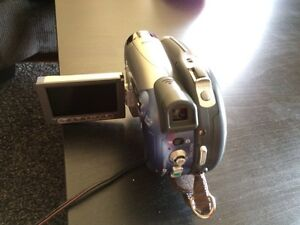 CANON DC210 Camcorder Video Recorder 35x Zoom