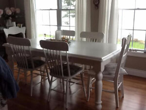 "Country Harvest Dining Table with 6 chairs (72"" x 39"")"