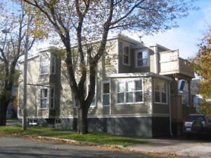 May 1st -- Spacious 3 bdrm -- Off the Commons!!