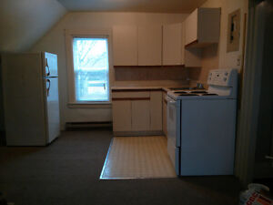 1 bedroom, 2nd floor, King/Arthur street, with washer&dryer