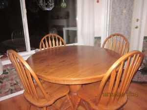Solid oak dining set - table, 6 chairs, buffet & hutch - Osoyoos