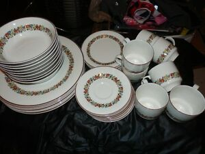 ROYAL DAULTON  DINNER SET