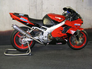 Beautiful Red 2000 Kawasaki ZX9R For Sale by Original Owner