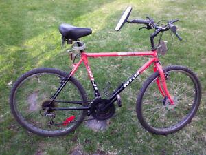vélo montagne adulte roues 26 pouces 18 vitesses