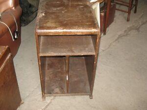 petit meuble antique en bois massif
