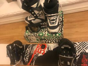 Snowboard Set: Mint Condition (Boots, Board, Bindings, Goggles)
