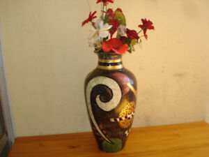 LARGE COLORFUL VASE WITH GLASS FLOWERS