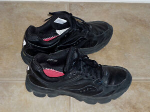 Running Shoes .. Size 8.5 .. As Shown : Like New .. Cambridge Kitchener Area image 1