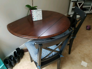 Beautiful drop leaf table and 2 chairs.