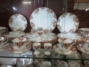 FINE CHINA DINNERWARE AND REPLACEMENT PIECES