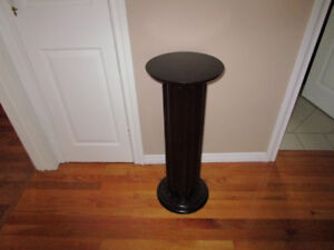 SOLID WOOD PEDESTAL STAND