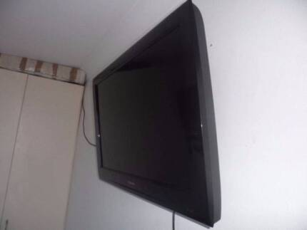 Toshiba ''32 LCD TV and Wall Mount Adapter Maroubra Eastern Suburbs Preview