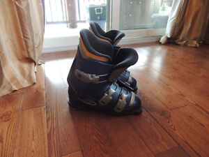 Ski boots in good condition close to Blue Mountain