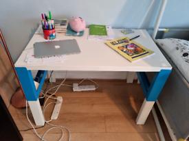 Kids desk for free