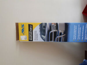 Nissan exterra  2011 bug deflector and tow hitch brand new.