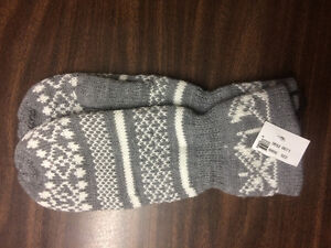 grey and white acrylic/polyester mittens