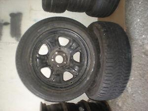 Deux pneus d'hiver avec jante Firestone