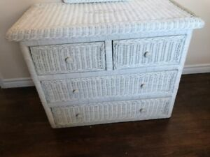 WICKER DRESSER SET