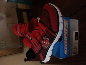 Unisex Sketchers Youth Sz 3