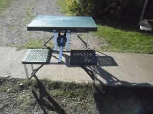KID'S 4 SEATER PICNIC TABLE IN A LIGHT WEIGHT SUITCASE.