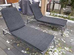 Lounging lawn chairs