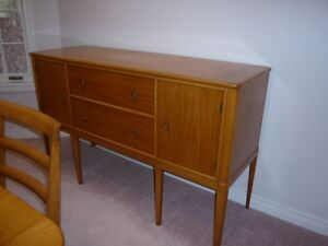 Price Reduced -- Duncan Pfyffe Dining Table and Chairs Kitchener / Waterloo Kitchener Area image 4