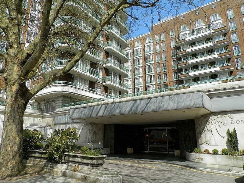 4 bedroom flat in Gloucester Place, London, NW1