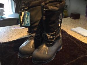Steel toe winter boots