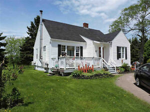 Great family home with a huge yard in Amherst!