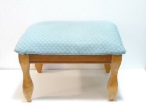 SMALL BLUE-SHELL PATTERNED FOOTSTOOL