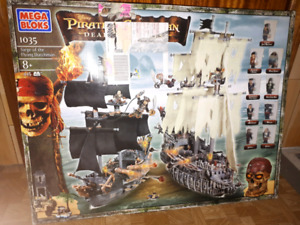 Mega blocks set pirates of the Caribbean dead man chest