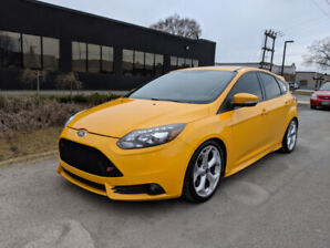 2013 Ford Focus ST & 6 SPEED & LEATHER & ROOF & NAVI