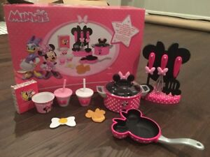 Minnie Mouse Cooking Play Set + other accessories