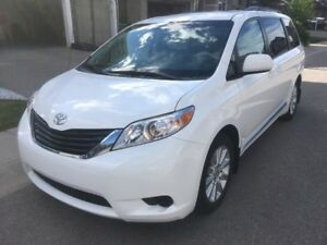 Toyota Sienna 4x4 LE 2011 AWD, 7 Pass, BU camera, Original Owner