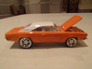Loose Hot Wheels LE WHIPS Team Baurtwell '69 Dodge Charger orang Sarnia Sarnia Area image 1