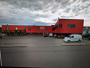 YELLOWHEAD /124 st - SPACE FOR LEASE 80,000 CARS DAILY
